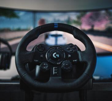 Logitech G, lanzó el nuevo timón y los pedales de carreras G923, Diseñado para máximo realismo, cuenta con TRUEFORCE, un nuevo sistema de tecnología