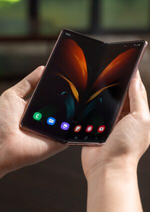 Samsung continúa trayendo a Colombia sus más recientes innovaciones, esta vez el turno es del Galaxy Z Fold2, el tercer plegable de la compañía.
