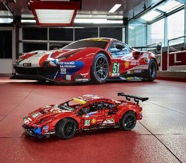 """El Grupo LEGO revela el último modelo en alinearse en la parrilla de salida, el LEGOTechnic Ferrari 488 GTE """"AF CORSE #51""""."""