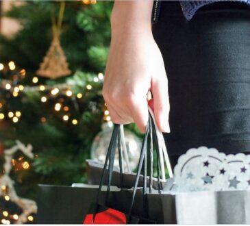 Navidad huele a pino, carne recién salida del horno, sueños agitados y regalos. ¡Porque amamos regalar y que nos regalen en Navidad!.