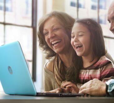 """HP, presenta la campaña """"Siempre conectados en esta navidad""""; una iniciativa que tiene como objetivo reunir de forma segura a los abuelos"""