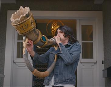 """Como parte de su campaña de lanzamiento, Blizzard creó el movimiento """"Sound the Horn"""", en asociación con la agencia creativa 72andSunny Los Angeles."""